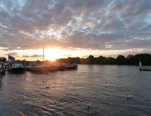 Sunset across the Thames